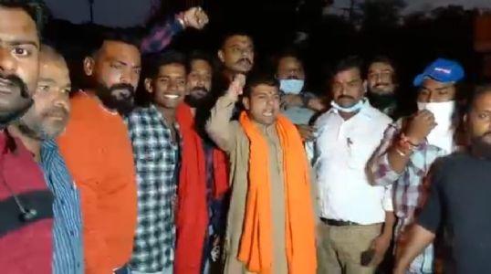 धार्मिक भावनाओं को आहात करने वाले वेब सीरीज आश्रम 3 के खिलाफ हिन्दू समाज का प्रदर्शन ,संतो ने भी जताई नाराजगी